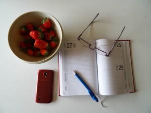 Empieza tu día dedicando media hora a organizar tu tiempo. Un buen plan de trabajo ahorra mucho tiempo.